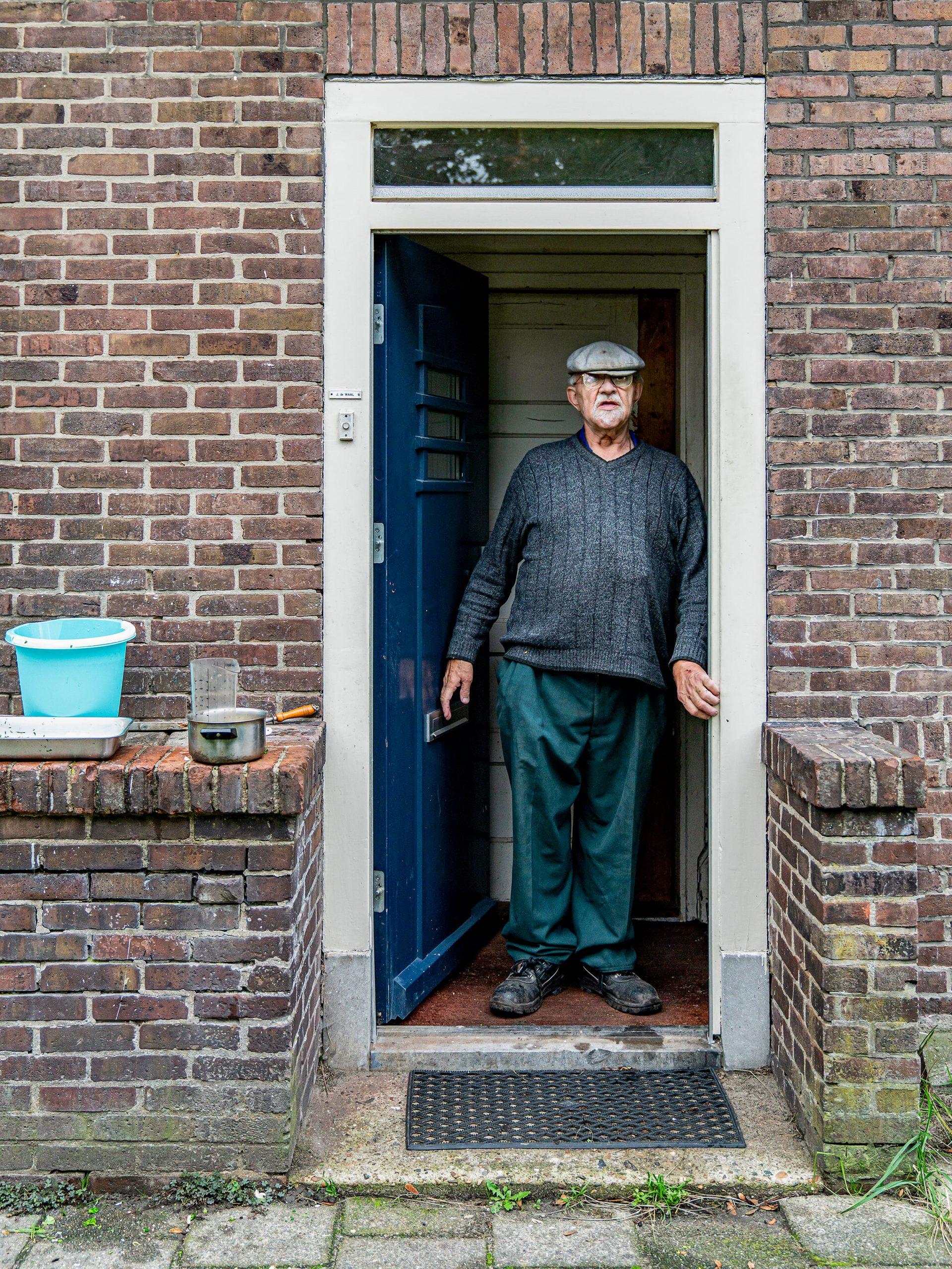 Portret van Jan de Waal. Bewoner van Edammerstraat in Amsterdam.