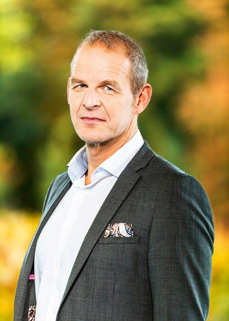 Zakelijk portret Guido van Til. Vice president digitale strategie bij KLM.