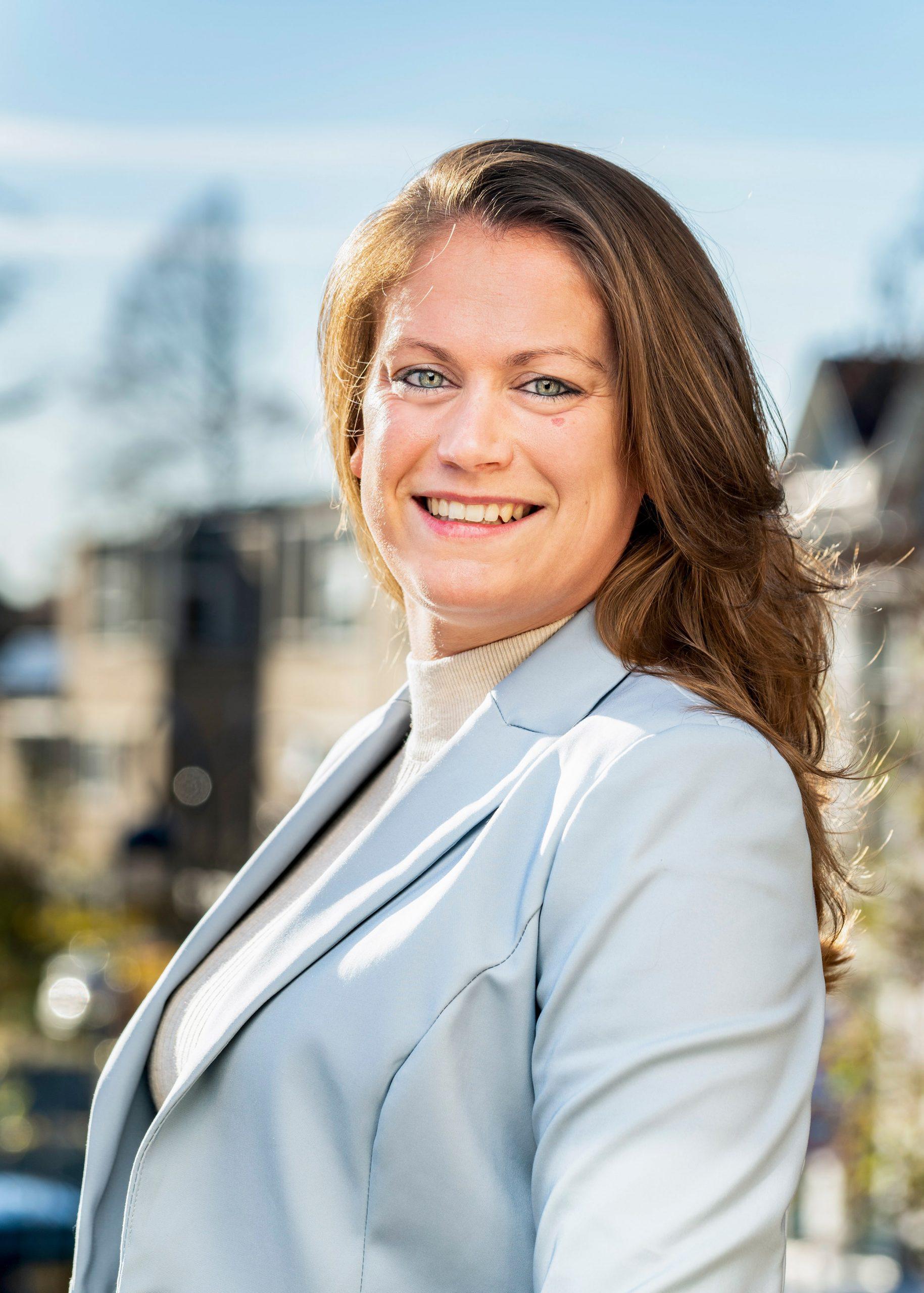 Zakelijk portret Anna Hazewindus. Kandidaat notaris.