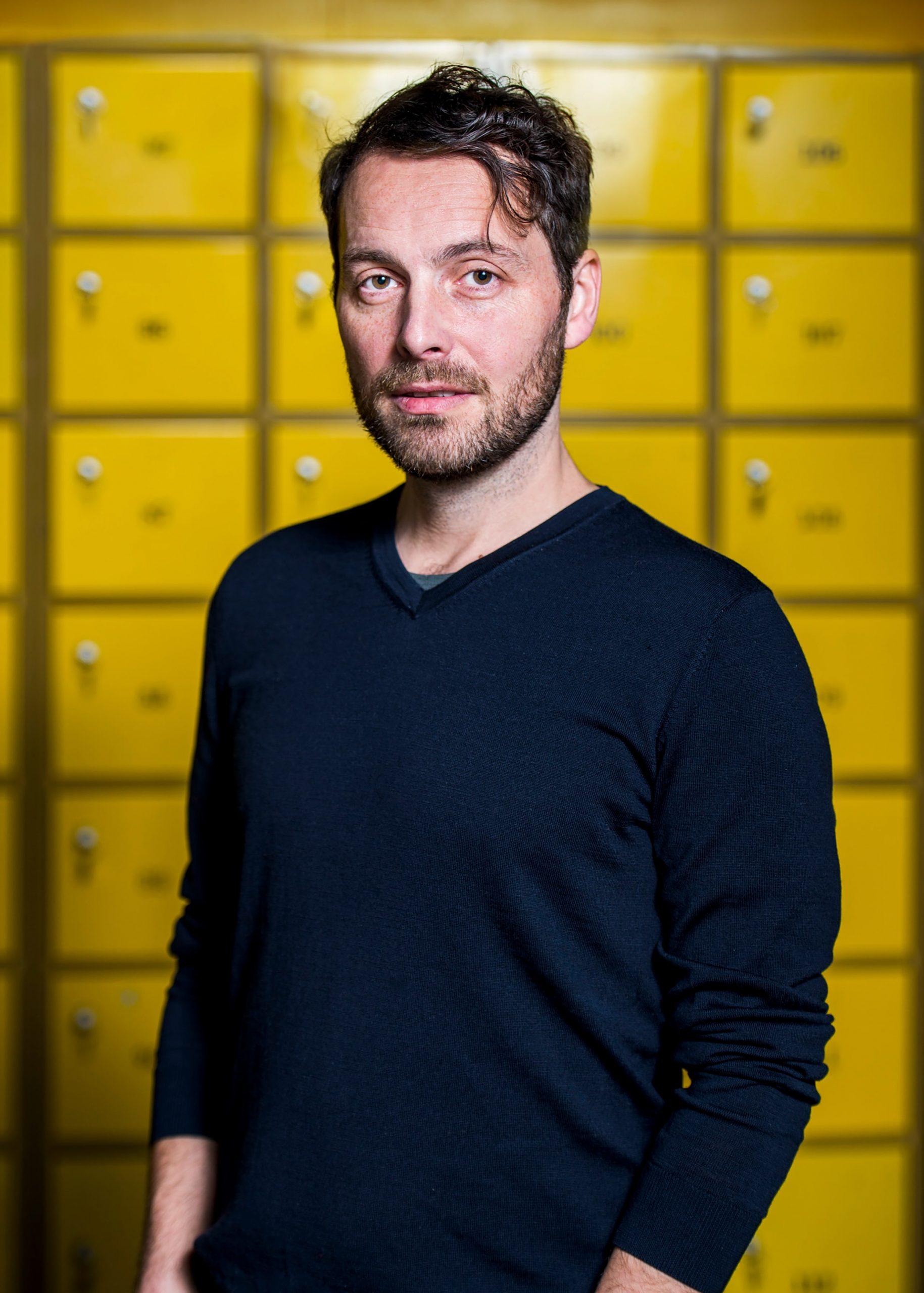 Portret van regisseur Simon Lereng Wilmont.